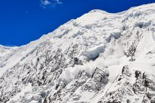 Free Avalanche Falling From Snowy Frozen Mountain Peak Royalty Free Stock Photography - 31419557
