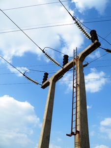 Free Three Wire Concrete Portal Electricity Pylon Royalty Free Stock Photography - 31442587