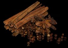 Free Aniseed, Cinnamon And Pepper Royalty Free Stock Photos - 31451738