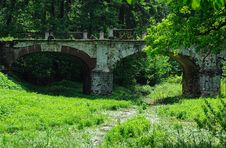 Free Old Stone Bridge Royalty Free Stock Photo - 31453905