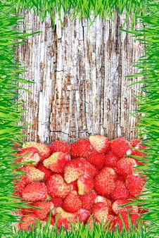 Free Strawberry On A Wooden Background With A Frame Made Of Grass. Royalty Free Stock Images - 31464649