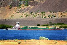 Tug Boat Pushing Barge Royalty Free Stock Image