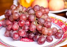 Free Red Grape Berries In White Plate Royalty Free Stock Photos - 31488358