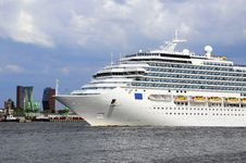 Free Cruise Liner Royalty Free Stock Photography - 31490747