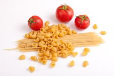 Free Raw Pasta And Tomatoes Royalty Free Stock Image - 31498056