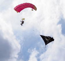 Free Parachutist With Flag Stock Photography - 3150272