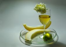 Free Wine And Fruit Royalty Free Stock Photos - 3152688