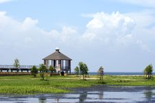 Free Lakeshore Gazebo Royalty Free Stock Images - 3154459