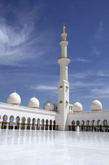 Free The Minarets Of The White Mosque Of Abu Dhabi. The UAE. Stock Photography - 31506302