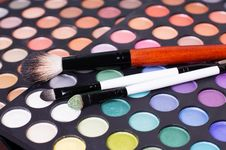 Set Of Professional Eye Shades Wit Brushes Stock Photography