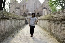 Free Asian Woman At Wat Maheyong, Buddhist Temple In Ayutthaya Provin Stock Images - 31513224