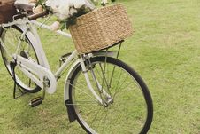 Free Vintage Bicycle On The Field Stock Photos - 31518413