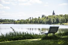 Free Bench By The Lake Royalty Free Stock Images - 31522109