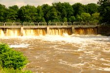 Free Dam On The River. Royalty Free Stock Photo - 31522305