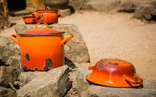 Free Orange Pots And Pans Royalty Free Stock Photography - 31529237