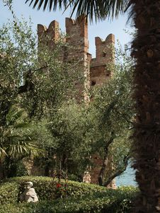 Free Old Castle On Lake Garda Stock Images - 31530064