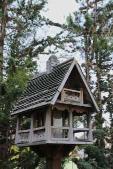 Free Deluxe Birdhouse Royalty Free Stock Photography - 31532987