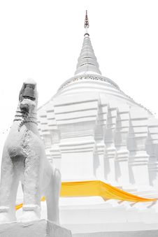 Free White Gaint Lion With White Pagoda. High Key Royalty Free Stock Image - 31534076