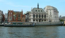 Free Buildings Along Thames In London Stock Photography - 31549392