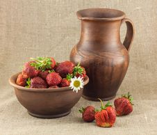 Free Rustic Still Life Of Strawberries Royalty Free Stock Image - 31550236
