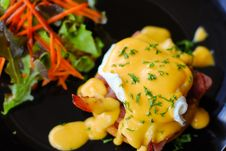Free Eggs Benedict Royalty Free Stock Photo - 31553185