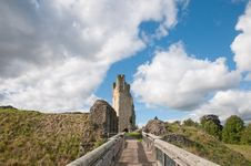 Free Bridge Clouds And Castle Royalty Free Stock Photography - 31566117