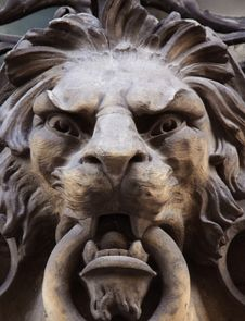 Free Sculpture Of A Lion As A Symbol Of Strength Royalty Free Stock Images - 31576669