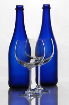 Free Color Wine Bottles And Wine Glasses Royalty Free Stock Images - 31591079