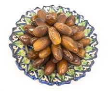 Free Dried Figs In The Central Asian Ceramic Saucer Royalty Free Stock Photography - 31594517