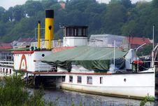 Free Wheel Steamer On The Elbe Stock Photos - 31595423
