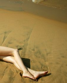 Free Legs On Sand Royalty Free Stock Images - 3160959