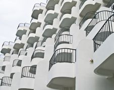 Free Cascading Balconies Royalty Free Stock Images - 3162589