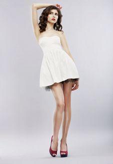 Free Elegance. Stylish Brunette In Light Sundress Posing. Fashion Style Royalty Free Stock Images - 31613629