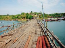 Free Wooden Mon Bridge  Thai Architecture Royalty Free Stock Image - 31625846