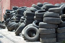 Free Pile Of Used Tires Stock Photo - 31632250