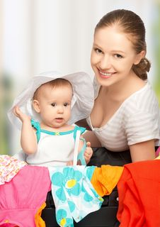 Free Mother And Baby Girl With Suitcase And Clothes Ready For Traveli Royalty Free Stock Photo - 31642805