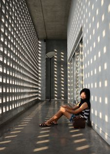 Free Asian Girl Sitting On Corridor Floor Stock Photos - 31653613