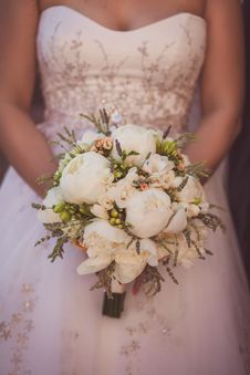 Free Wedding Bouquet Of Flowers Held By A Bride Stock Image - 31663281