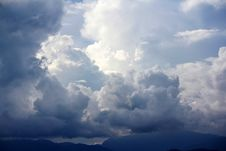 Free Cloudy Sky Royalty Free Stock Images - 31667159