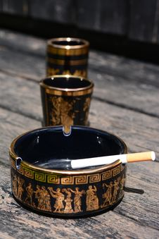 Free Ashtray In Black Royalty Free Stock Photo - 31685085