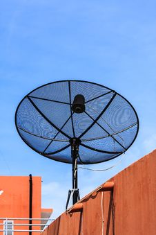 Free Satellite Dish Royalty Free Stock Photography - 31687527