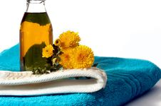 Free Oil And Flowers Royalty Free Stock Image - 3170146