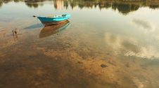 Free Boat On A Shallow Stock Photography - 3172102