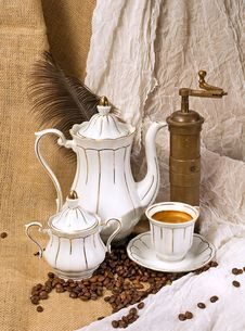 Free Coffee Cup And Coffee Beans Royalty Free Stock Image - 3172216