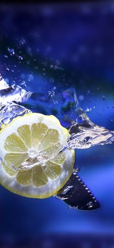 Free Lemon Splash Royalty Free Stock Image - 3174086