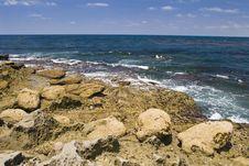 Free Rock Shoreline Royalty Free Stock Images - 3174529