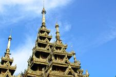 Free Roof Temple And Blue Sky Royalty Free Stock Image - 31705646