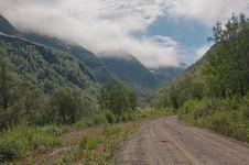 Free Mountain Gravel Road Stock Photo - 31707820