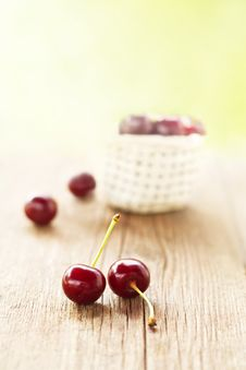 Free Fresh Cherries Royalty Free Stock Photos - 31713088