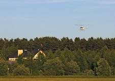 Free Landing Personal Helicopter Near The Country House Royalty Free Stock Photo - 31729955